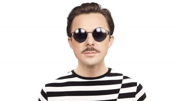 The 41-year old son of father (?) and mother(?), 170 cm tall Martin Solveig in 2018 photo