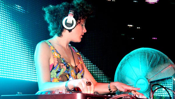 Annie Mac Mashup 2011-08-05 Live in Ibiza with Example, 2 Bears, Skream, Little Dragon and Calvin Harris