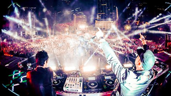 Diplo & Friends 2015-11-01 Knife Party and Destructo in the mix