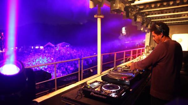 Seth Troxler - Essential Mix 2015-09-19 live at Bestival