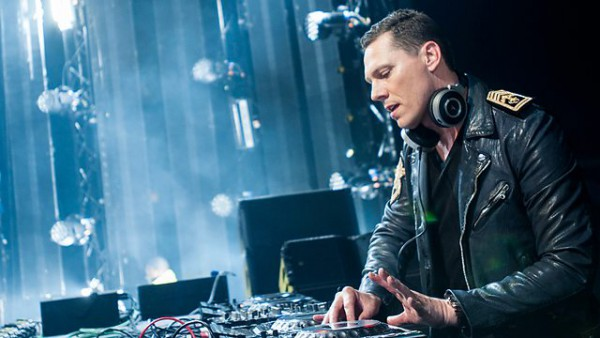 Tiesto – Club Life #422 2015-05-16 with guest R3hab